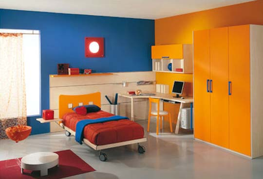 Colorful Kid's Bedroom in Blue and Wooden