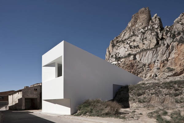 modern architecture concrete house on the castle mountainside3